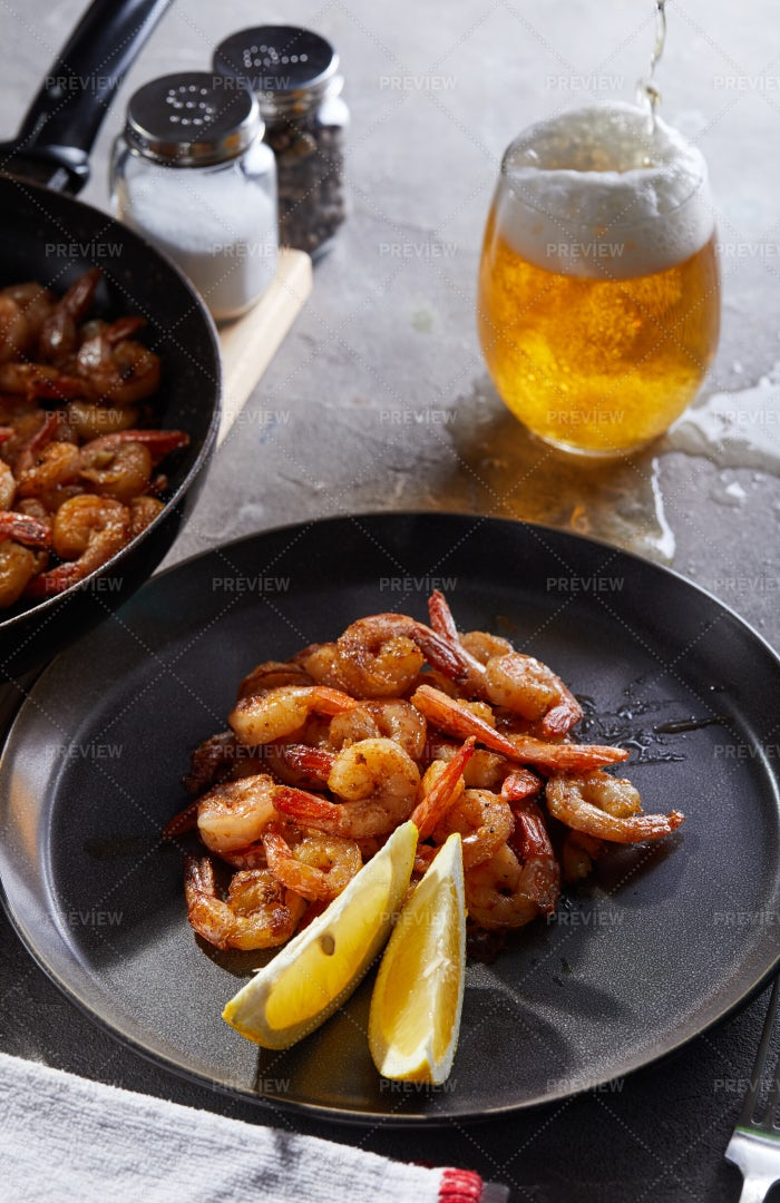 Fried Shrimp In A Pan: Stock Photos