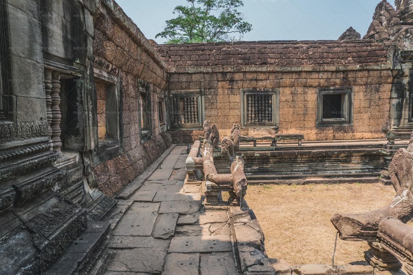 Ruins Of Banteay Srei Temple: Stock Photos