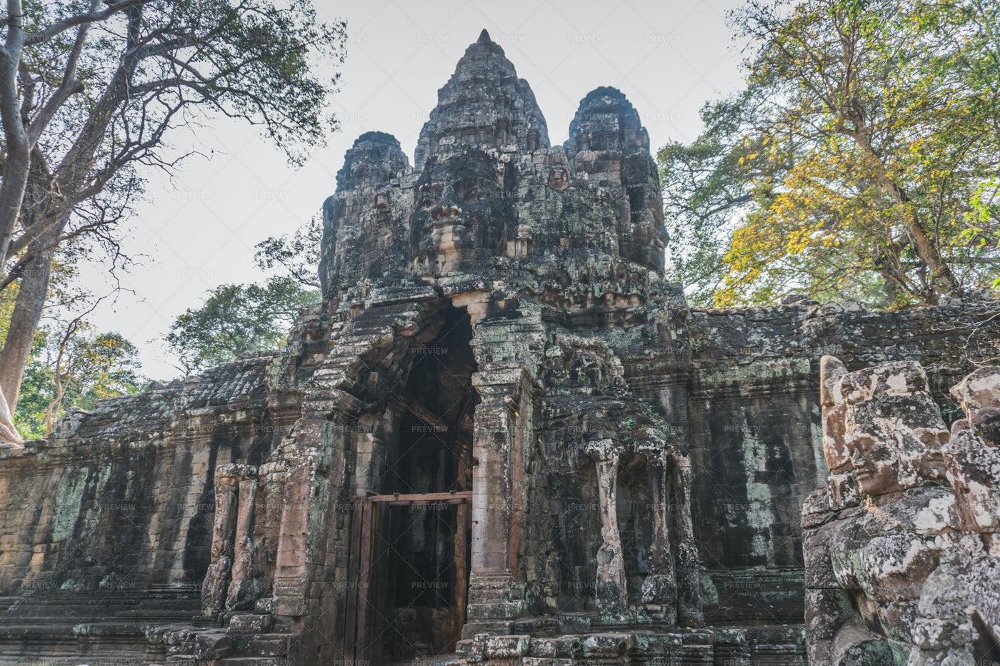 Gate Of Angkor Thom: Stock Photos