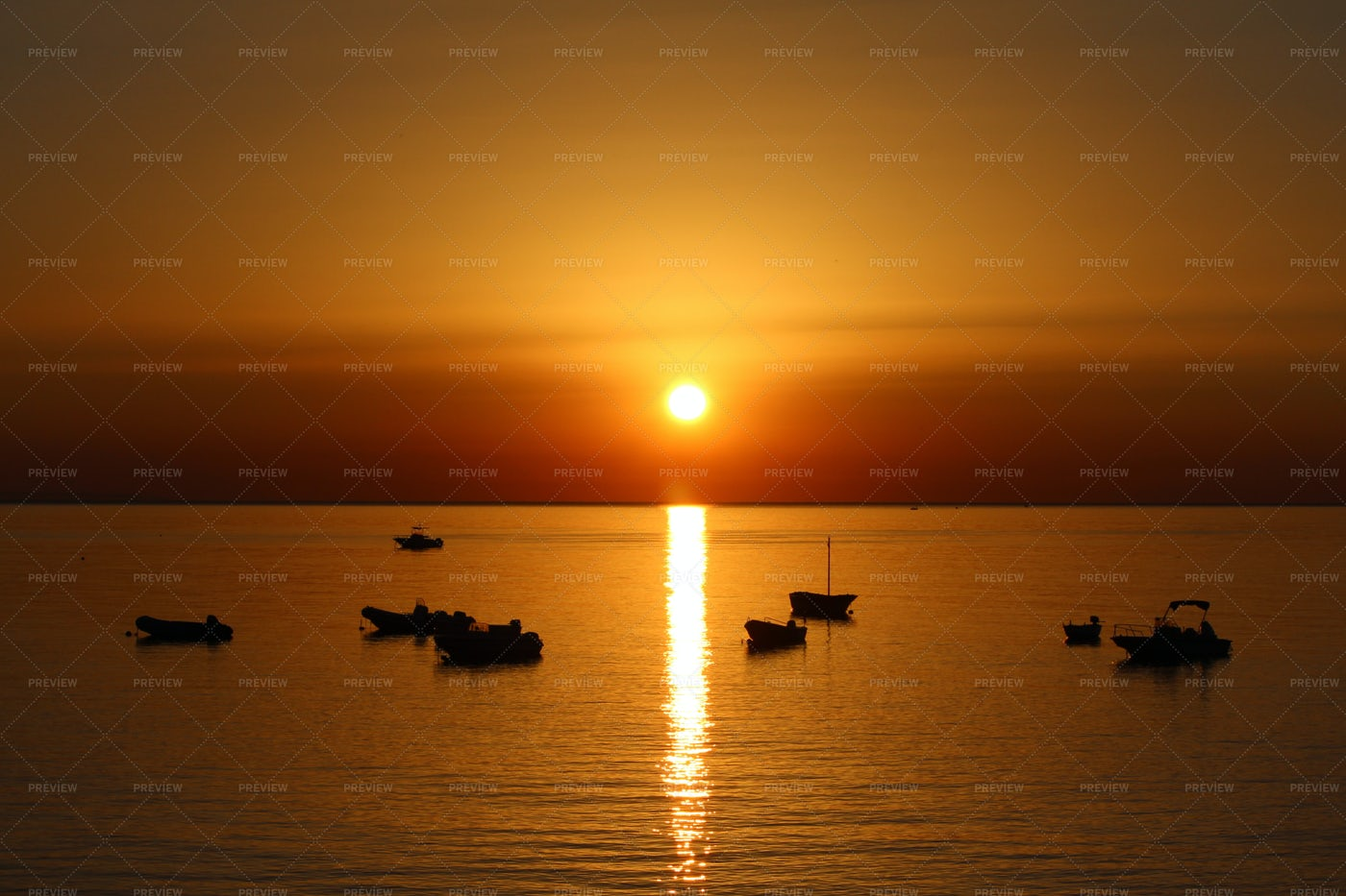 Sea Sunrise Over The Boats: Stock Photos