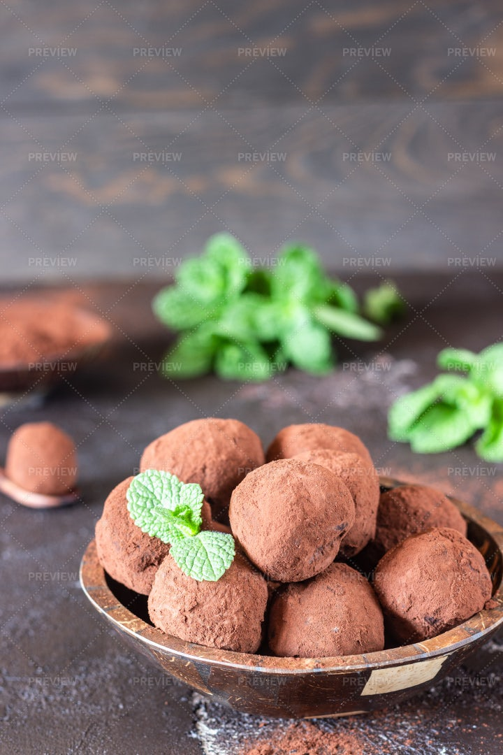 Dark Chocolate Truffles: Stock Photos