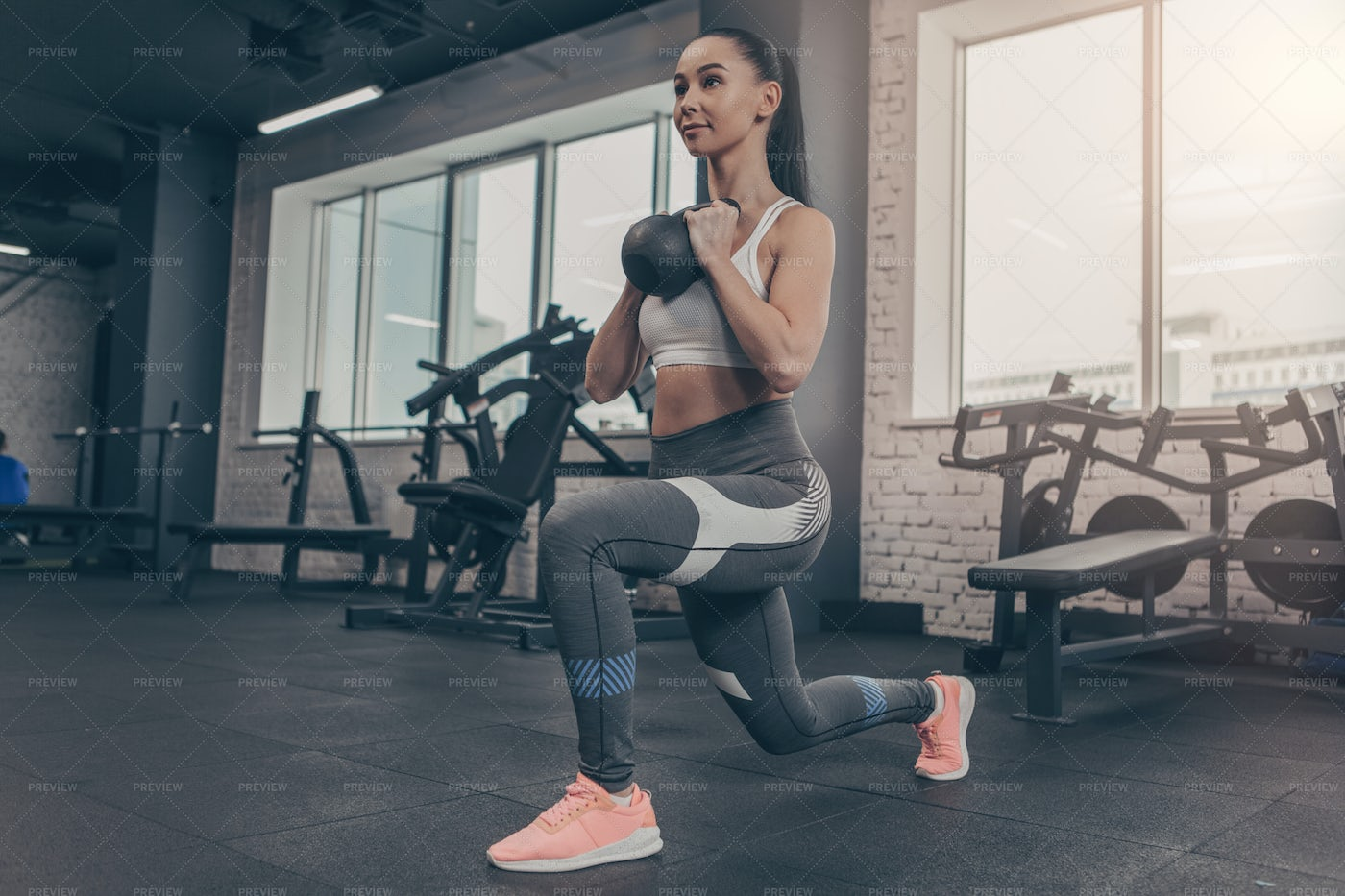 Kettlebell Lunges: Stock Photos
