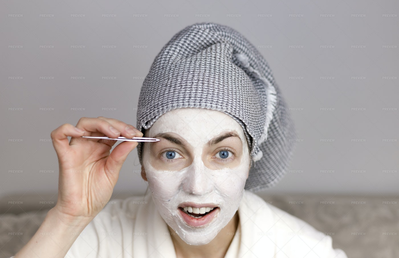 Woman Plucking Eyebrows: Stock Photos
