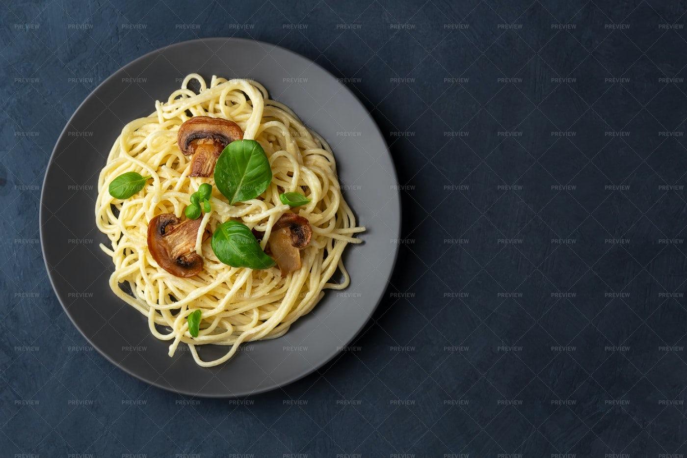 Spaghetti With Mushrooms: Stock Photos