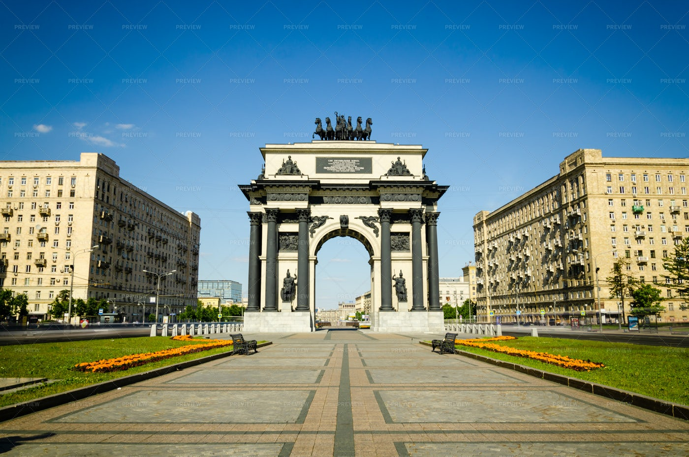 Triumphal Arch Of Moscow With Blue Sky: Stock Photos