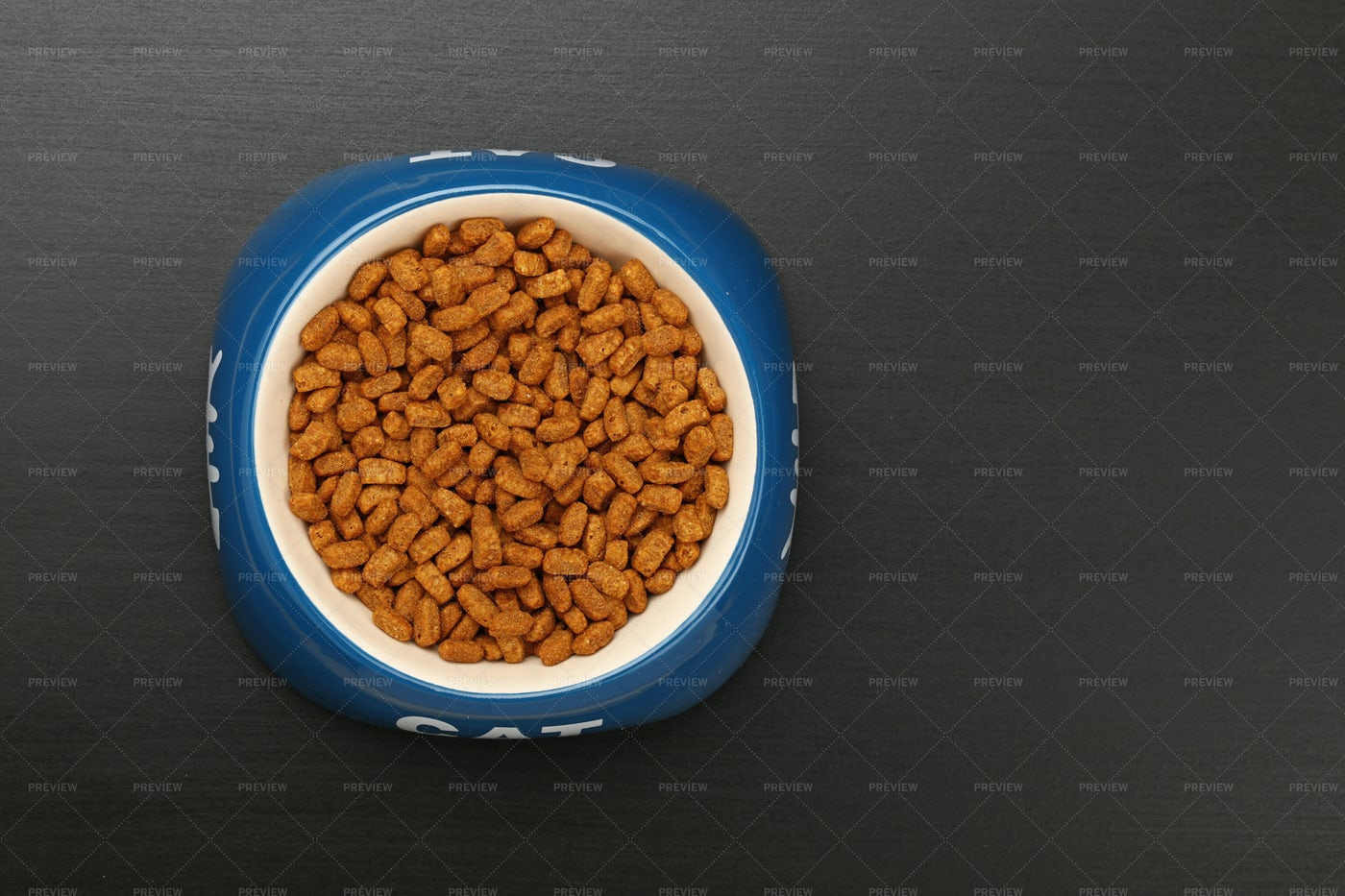 Dry Cat Food: Stock Photos