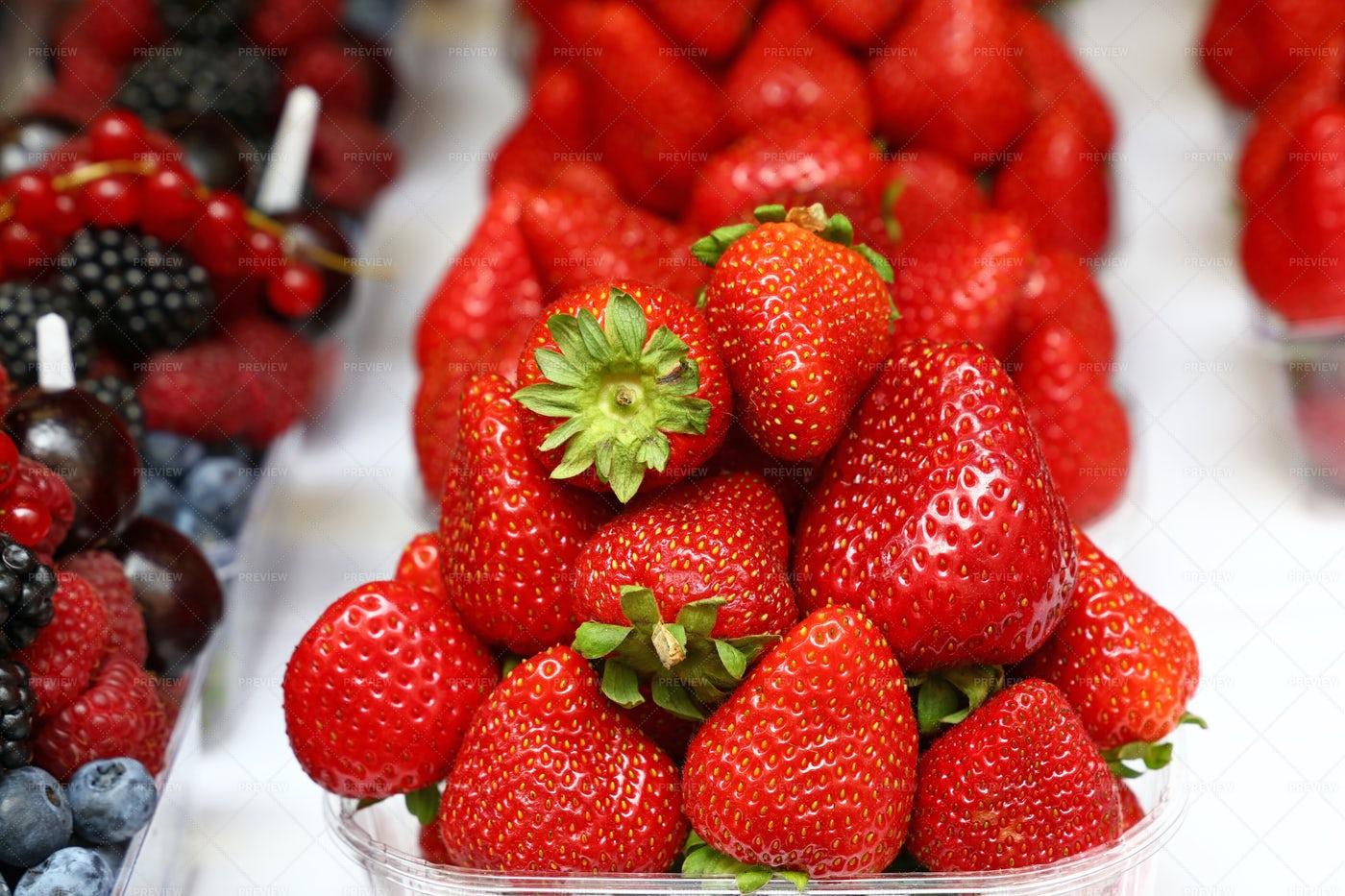 Big Pile Of Strawberries: Stock Photos
