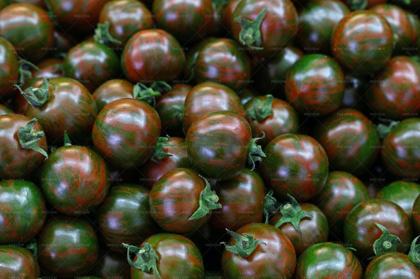 Kumato Cherry Tomatoes: Stock Photos