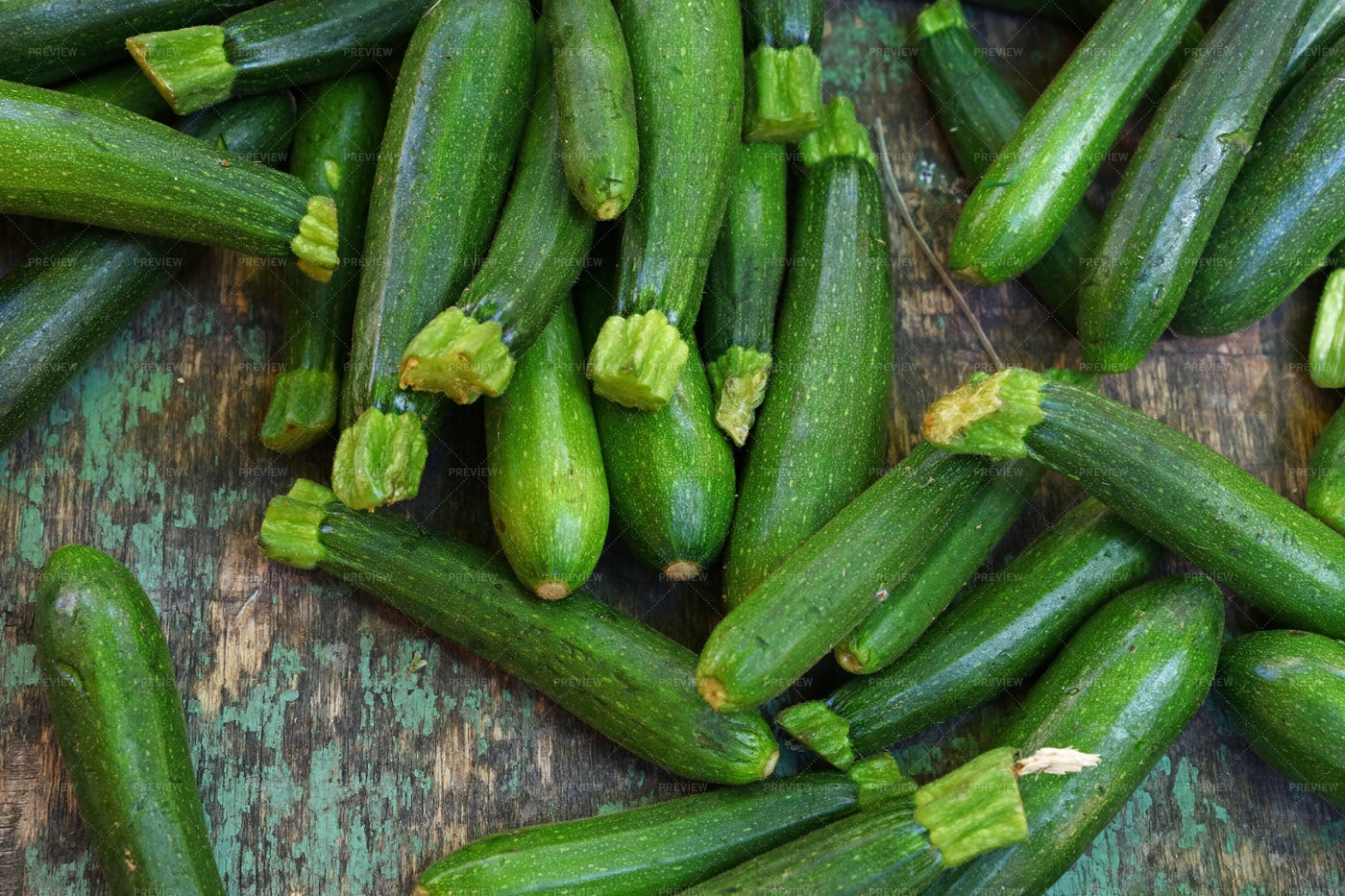 Fresh Green Zucchini: Stock Photos