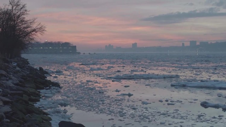 Icy Pink Sunset - Hudson River New York: Stock Video