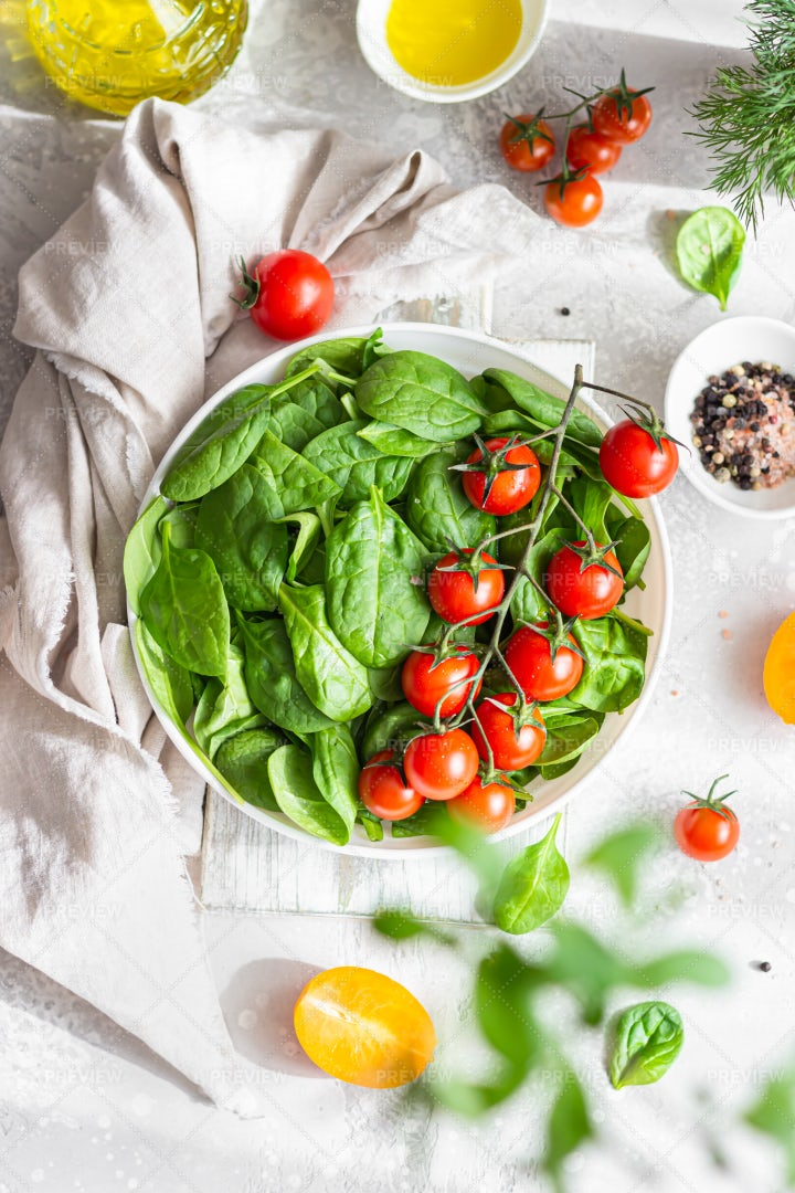 Spinach And Cherry Tomatoes: Stock Photos