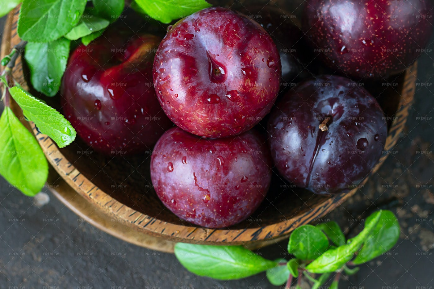 Washed Plums: Stock Photos