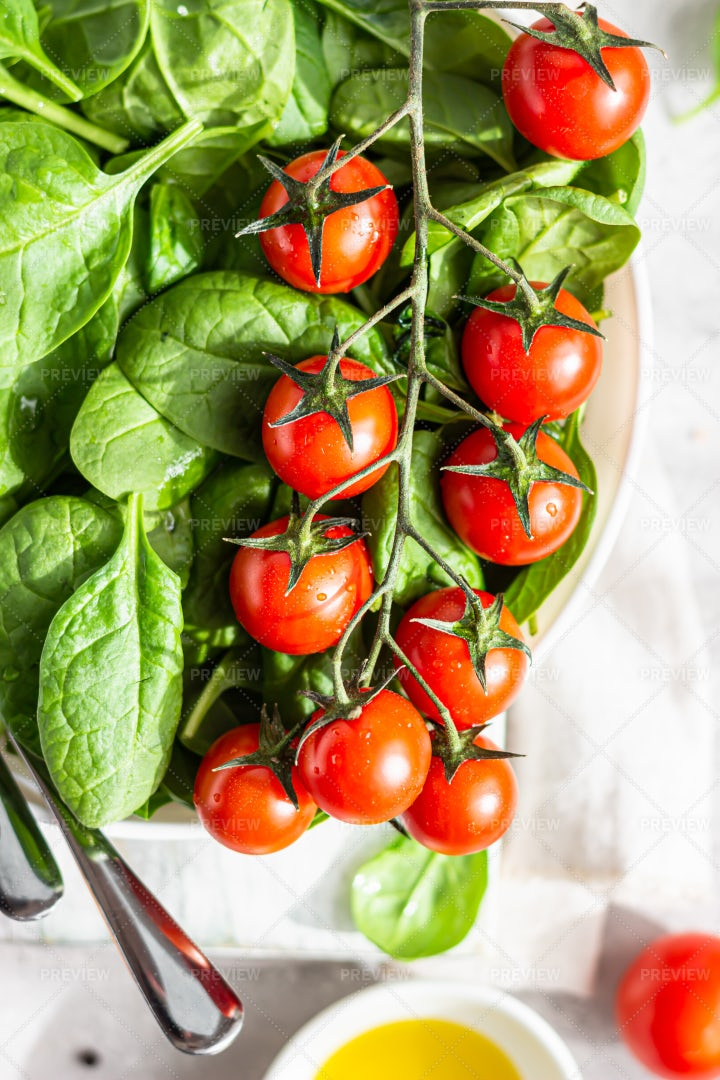 Spinach Salad With Tomatoes: Stock Photos