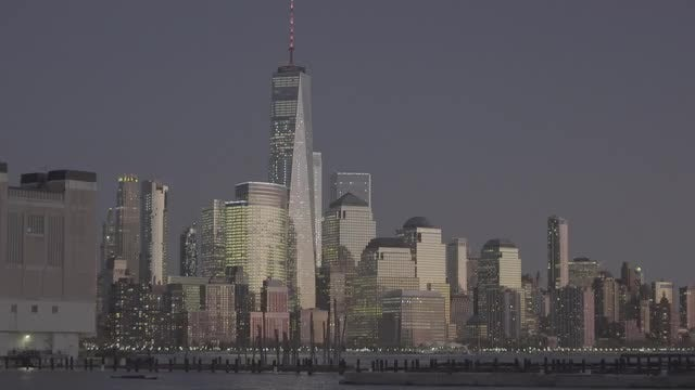Establishing Shot Of New York City Skyline At Dusk: Stock Video