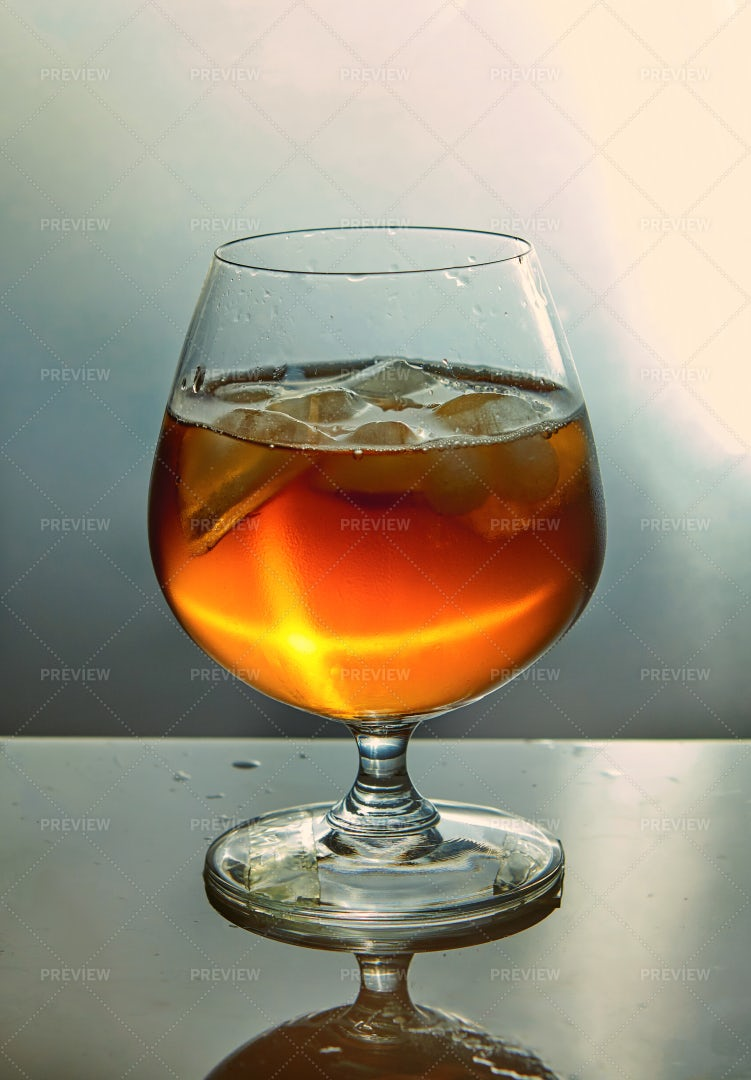 Whiskey With Ice Cubes: Stock Photos
