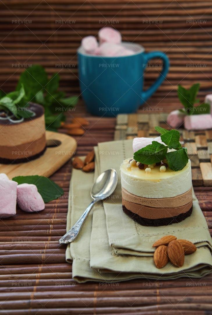 Mini Cakes: Stock Photos