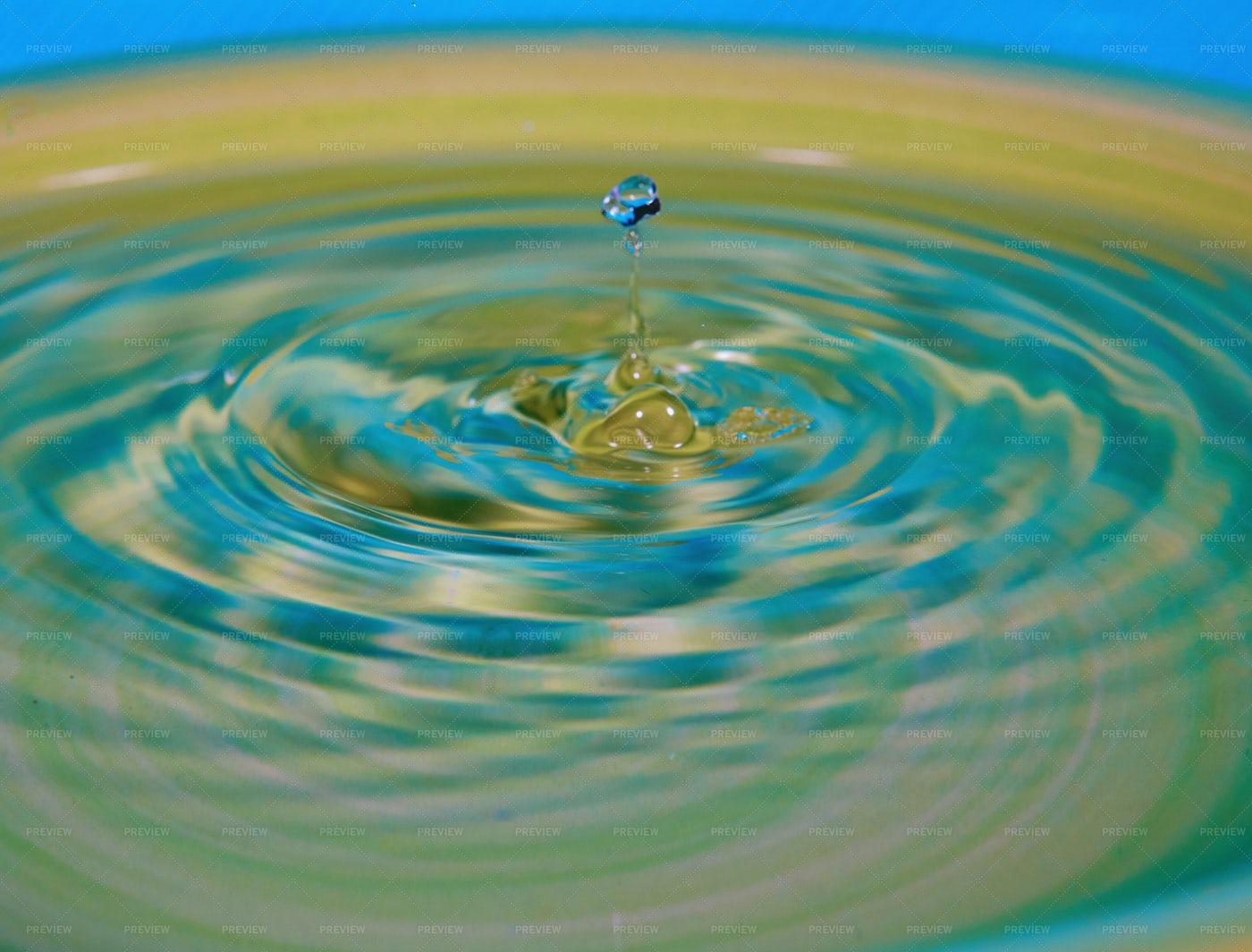 Rippling Water Drop: Stock Photos