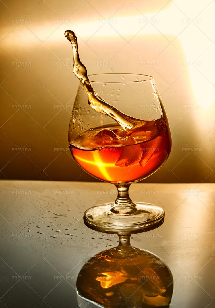 Whiskey With Ice: Stock Photos