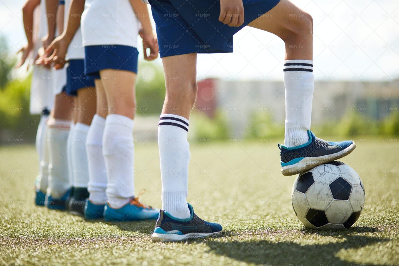 Junior Football Team Ready To Fight: Stock Photos
