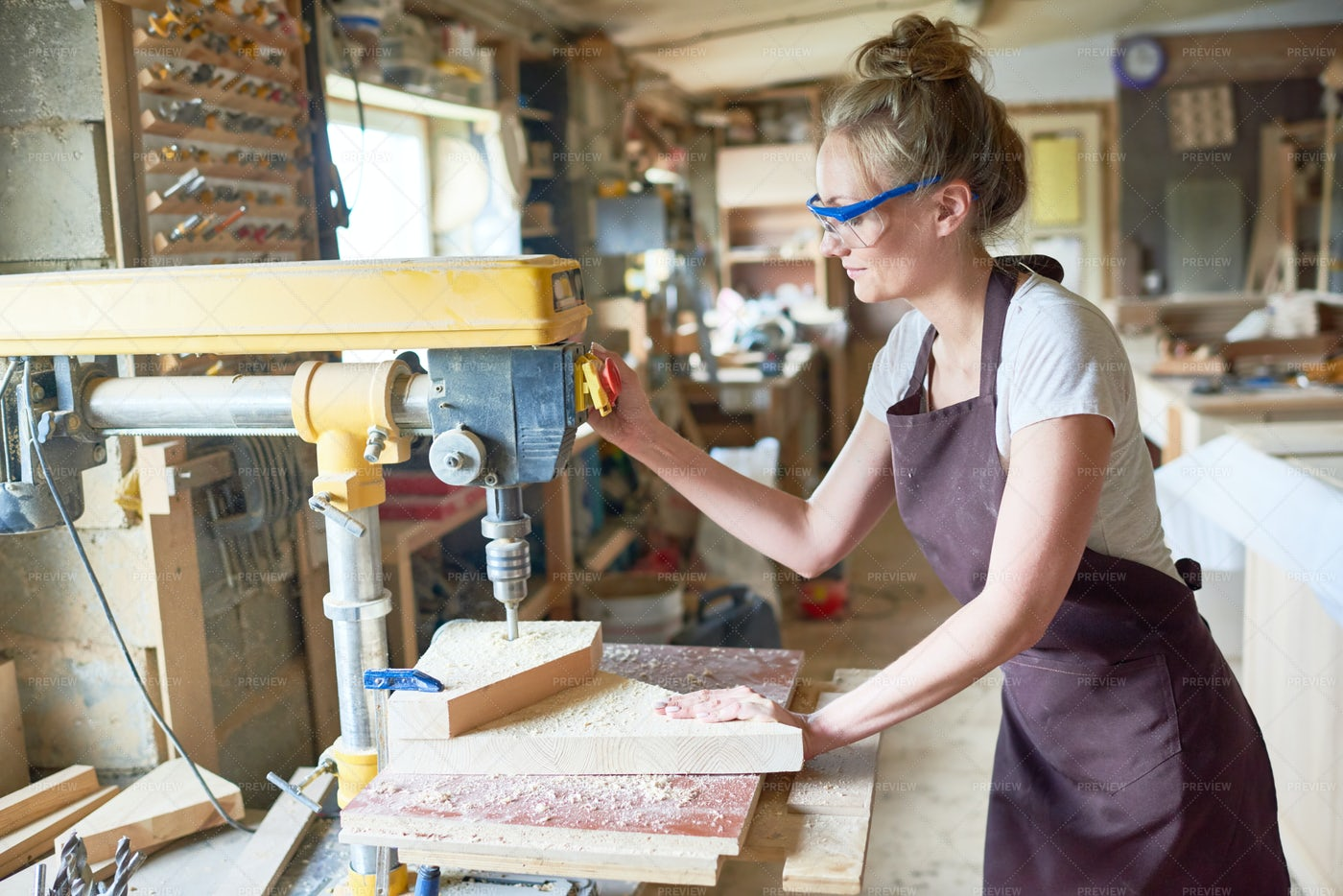 Female Carpenter In Workshop: Stock Photos