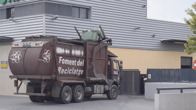 Garbage Truck In Action: Stock Video