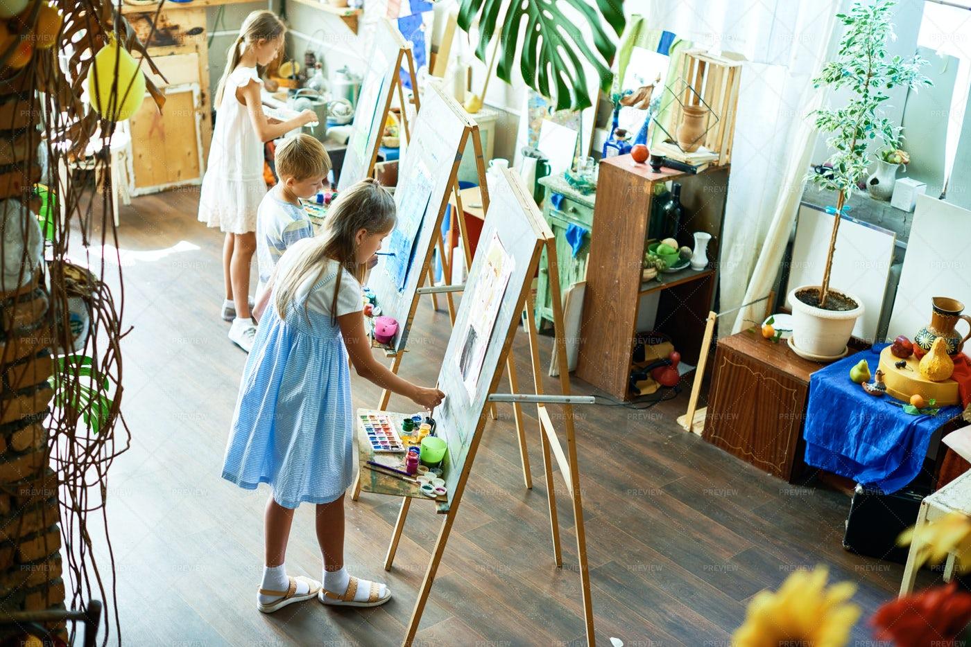 Enjoying Class At Art Studio: Stock Photos