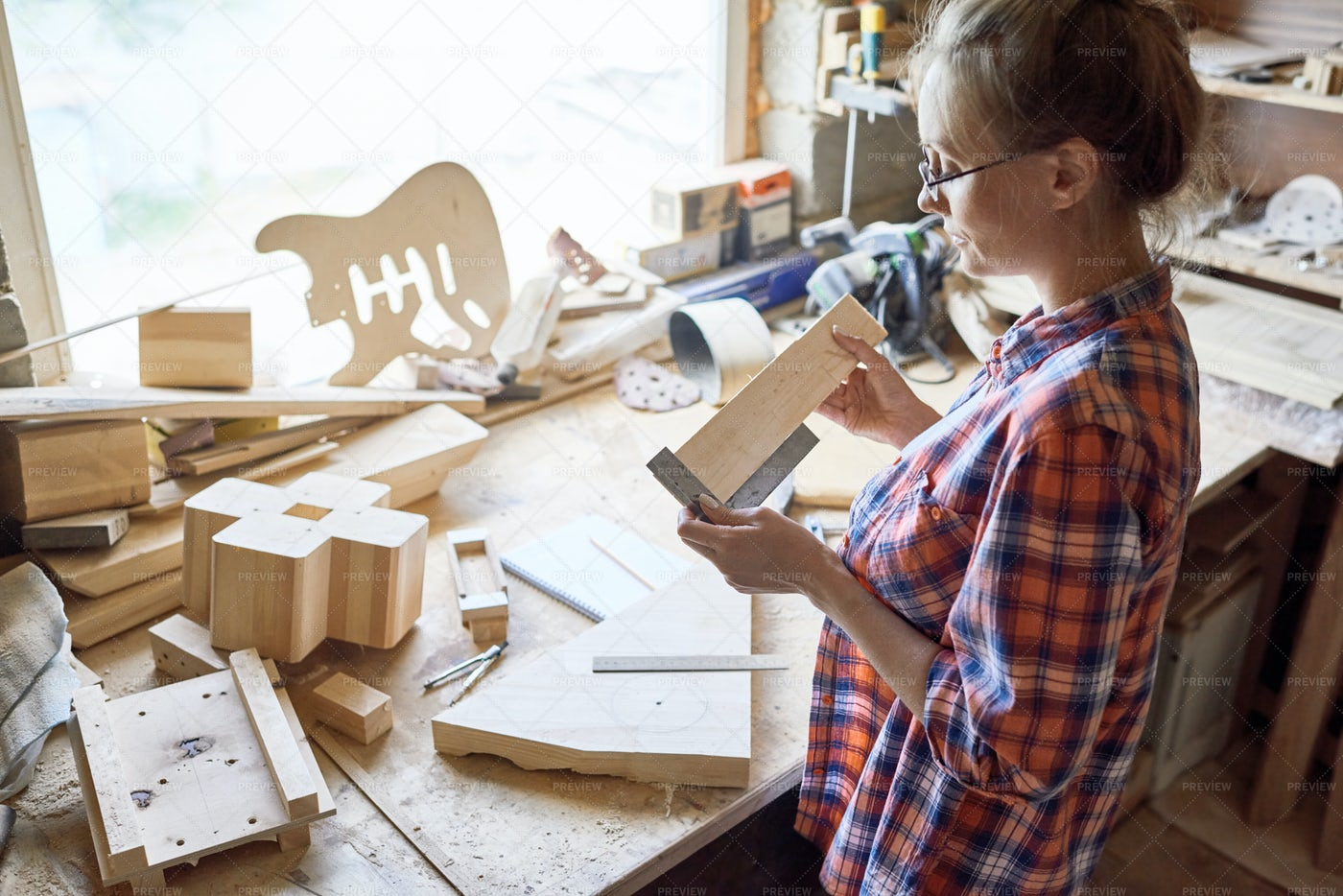 Female Carpenter At Work: Stock Photos