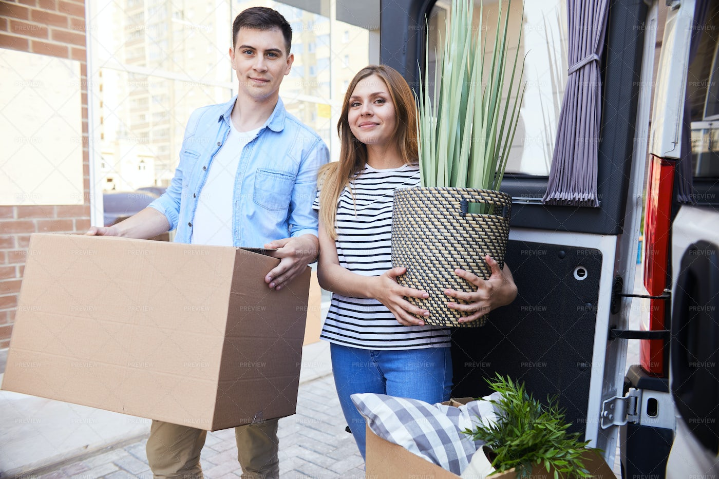 Young Couple Moving In: Stock Photos