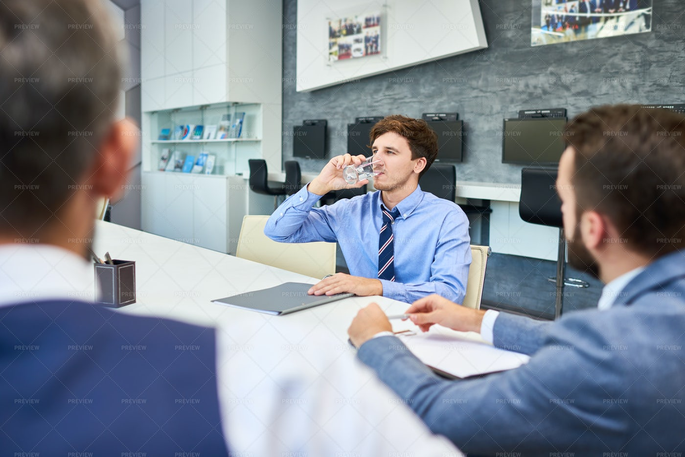 Sharing Ideas With Colleagues: Stock Photos
