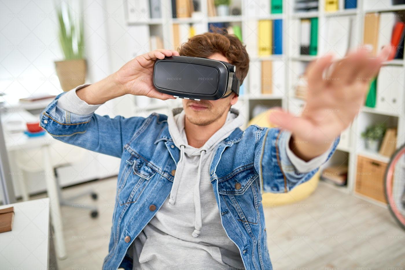 VR Game: Stock Photos