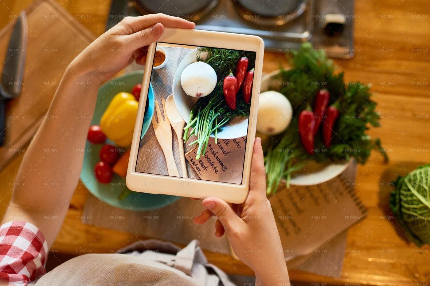 Food Blogger Focused On Work: Stock Photos
