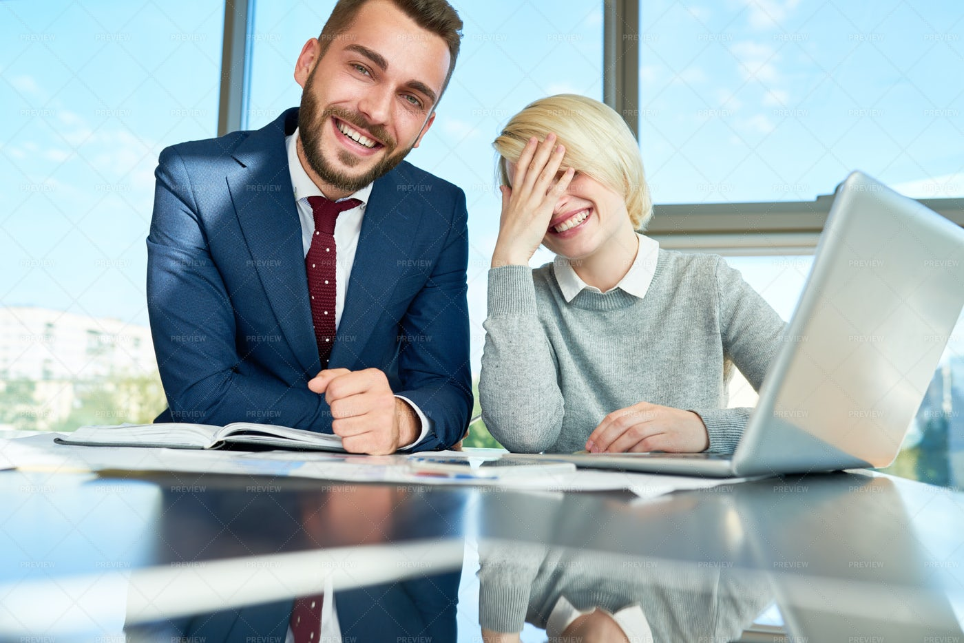 Having Fun With Coworker: Stock Photos
