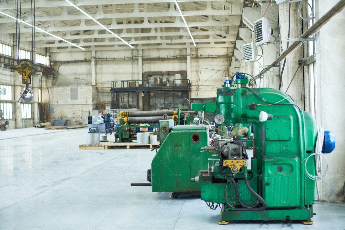 Spacious Factory Workshop: Stock Photos