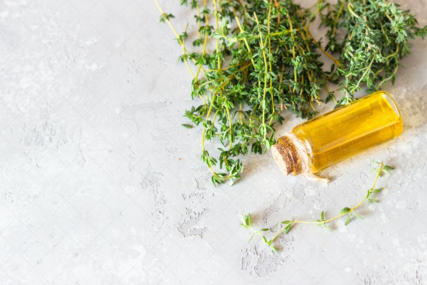 Thyme Oil: Stock Photos