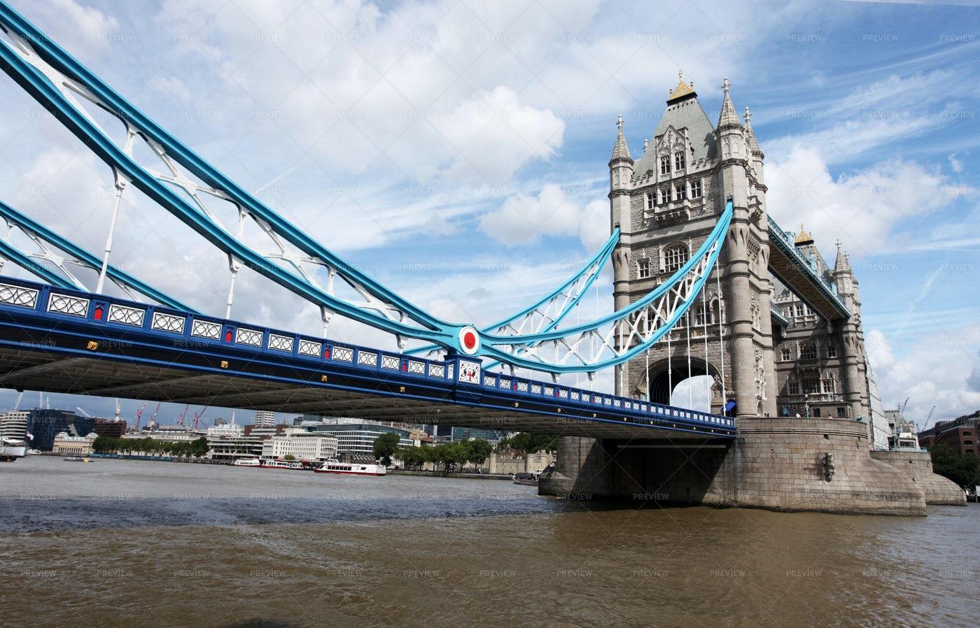 London Bridge Wide Angle: Stock Photos