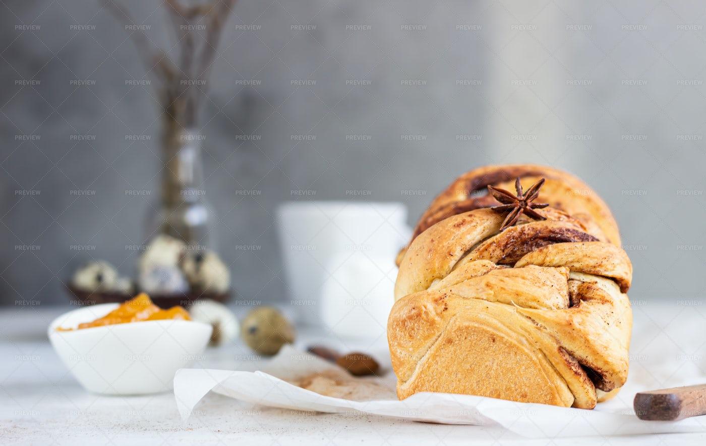 Cinnamon Brioche: Stock Photos
