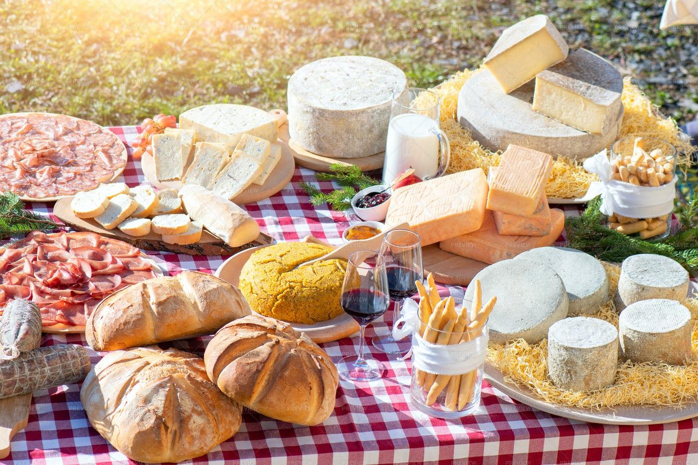 A Gourmet Picnic: Stock Photos
