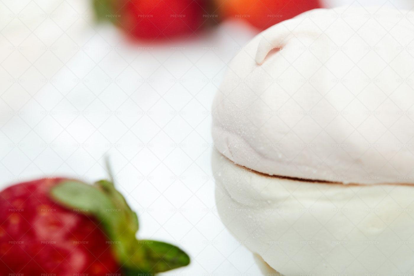 Marshmallows With Strawberry: Stock Photos