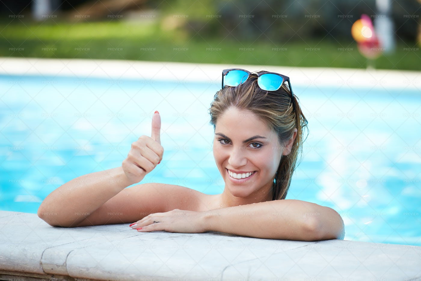 Thumbs Up In The Pool: Stock Photos