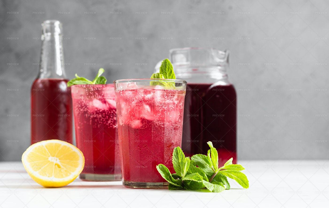 Sparkling Pink Lemonade: Stock Photos