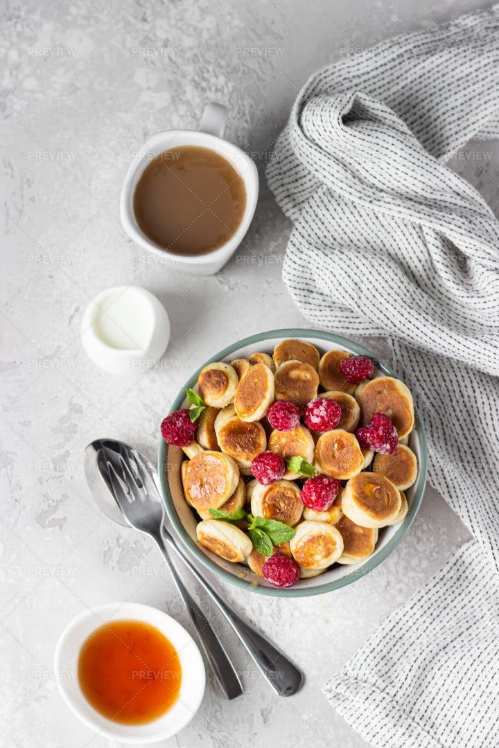 Tiny Pancake Cereal: Stock Photos