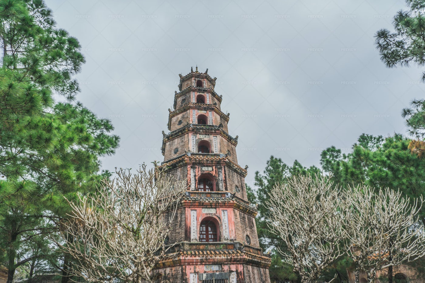 Buddhist Pagoda Temple: Stock Photos