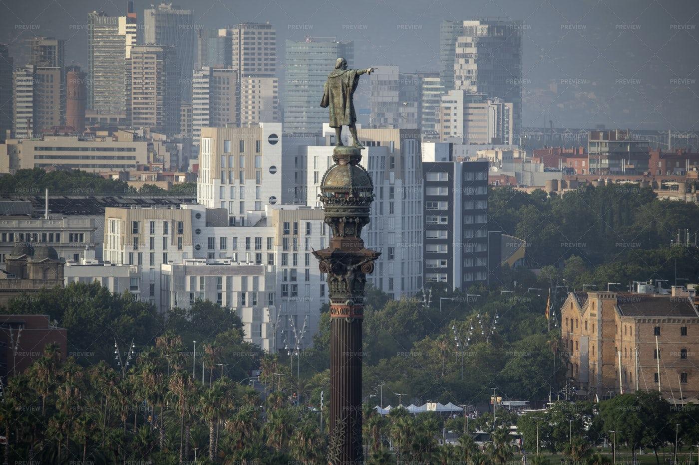 Colon Statue In City: Stock Photos