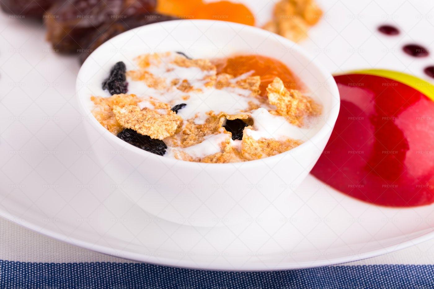 Corn Flakes With Raisins: Stock Photos