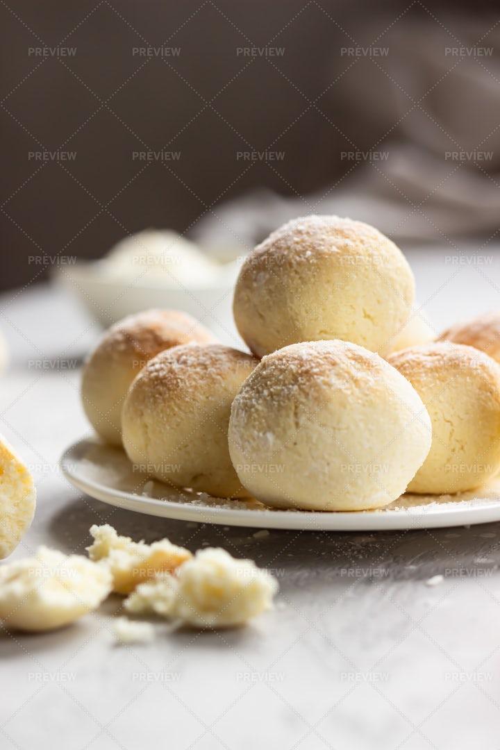 Coconut Cookie Balls: Stock Photos