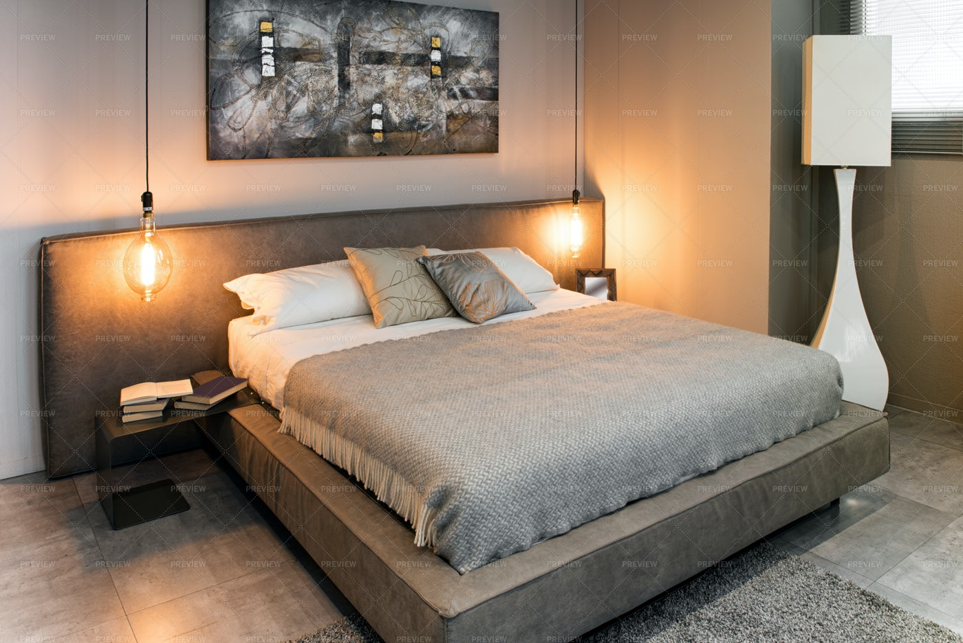 Bed In Cozy Bedroom: Stock Photos