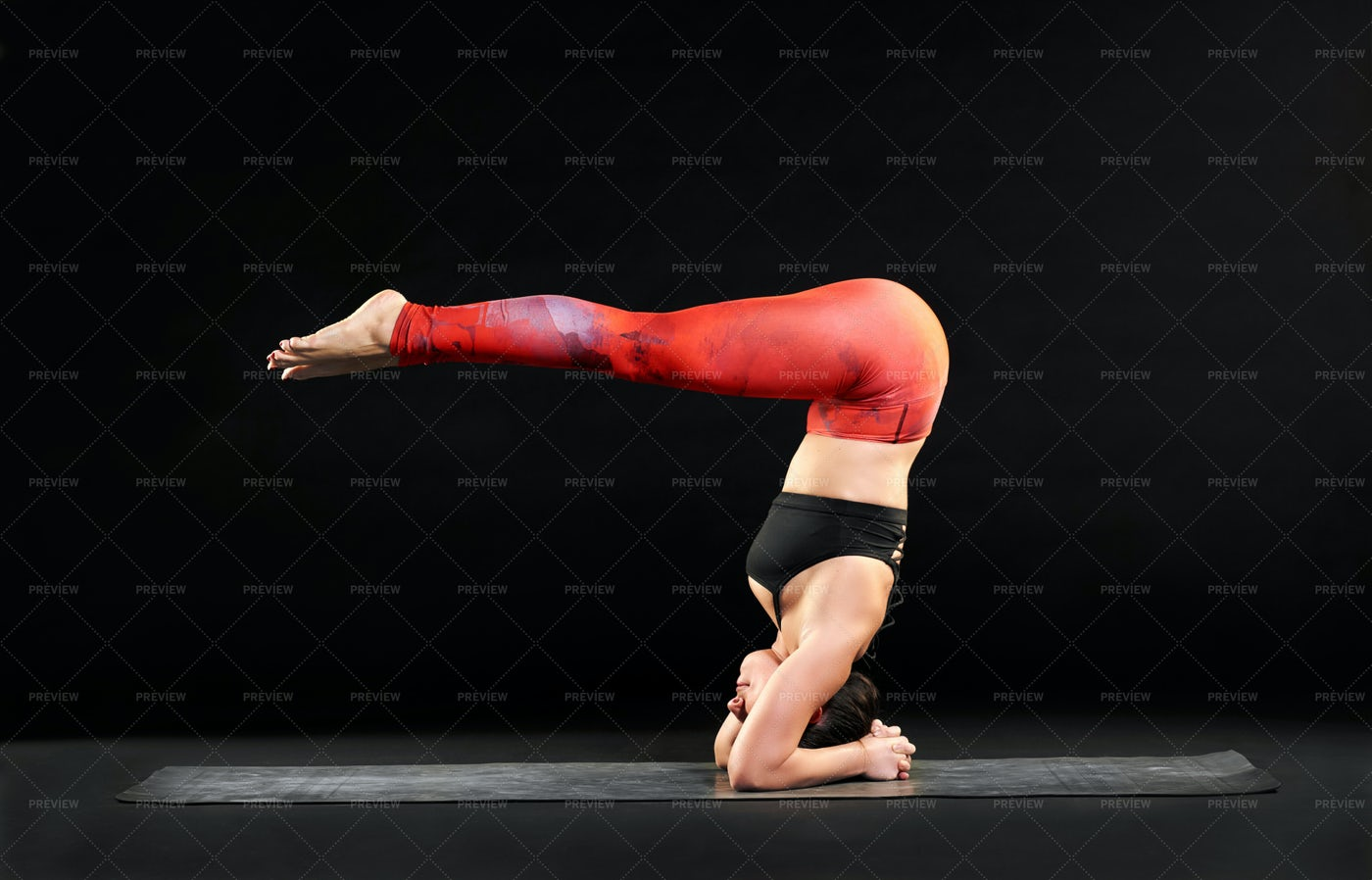 Perfect Head Stand Form: Stock Photos
