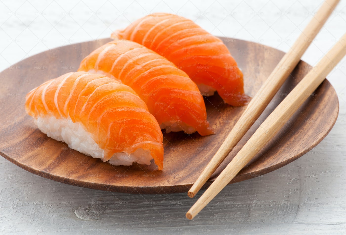Salmon Nighiri Sushi: Stock Photos