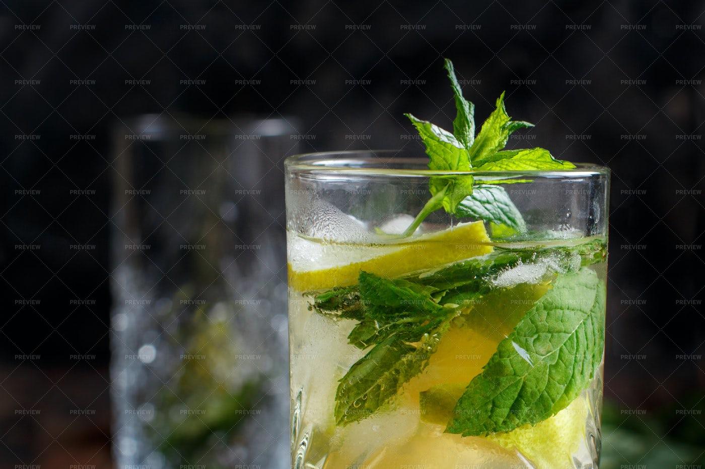 Refreshing Mojito Cocktail: Stock Photos