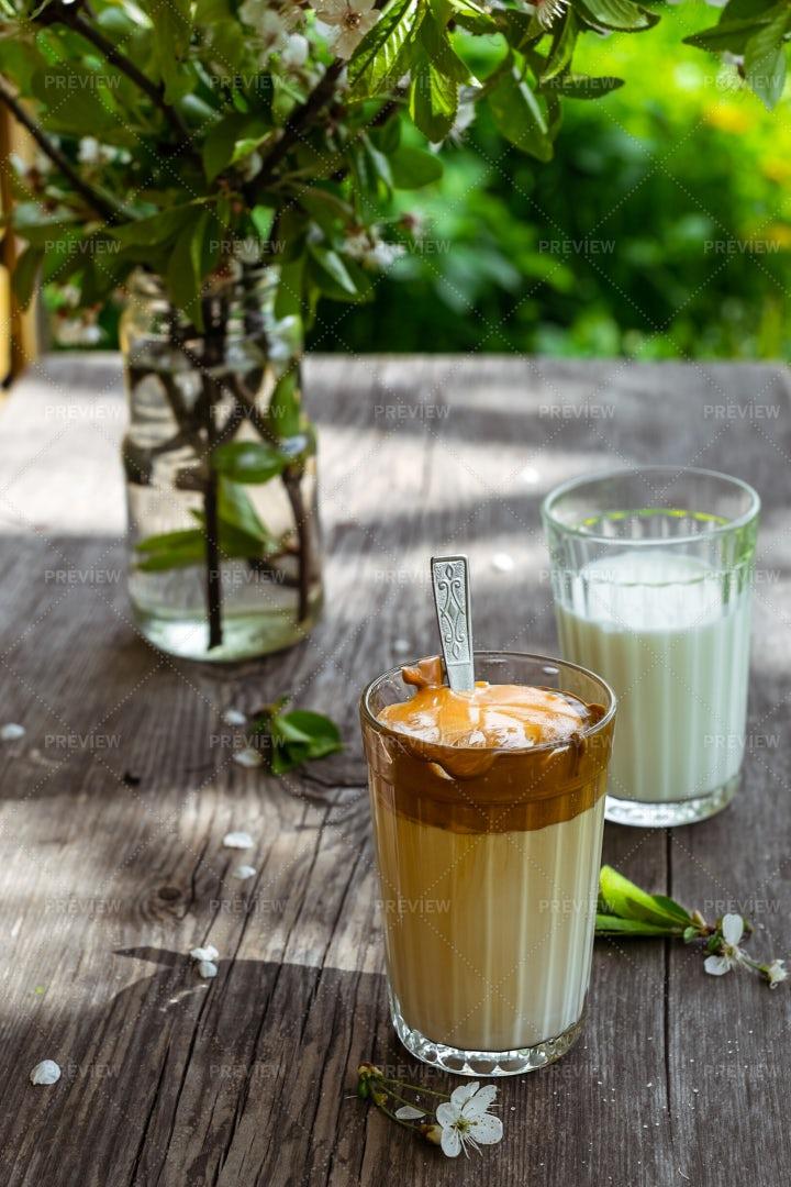 Dalgona Coffee In The Garden: Stock Photos